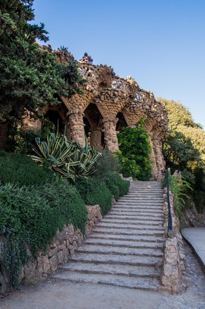 Zona din Park Guell accesibila fara taxa este deosebita, dar ii lipseste spectaculozitatea celei platite. Oricum, ofera niste peisaje dragute si o renaxanta plimbare.