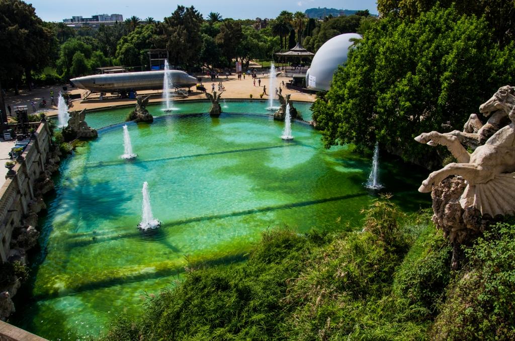 Fantana arteziana e unul dintre cele mai vizitate elemente ale parcului.