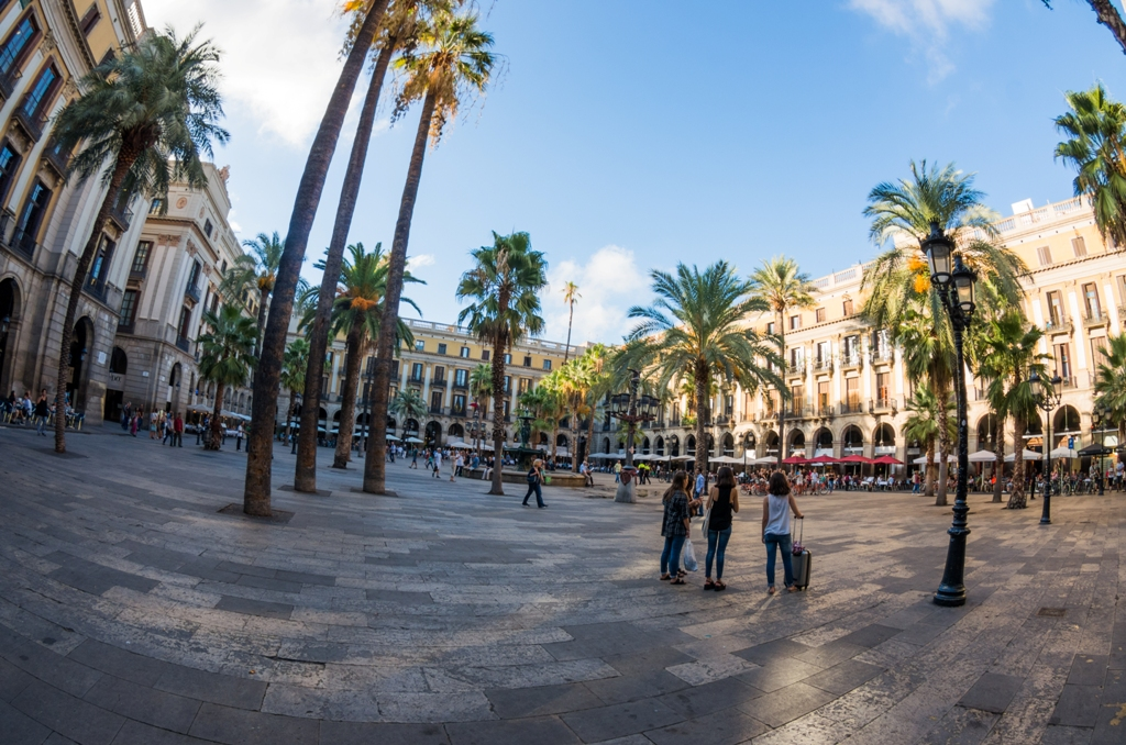 Plaza Real nu face referire la celebra echipa Madrilena, ci inseamna Piata Regelui.