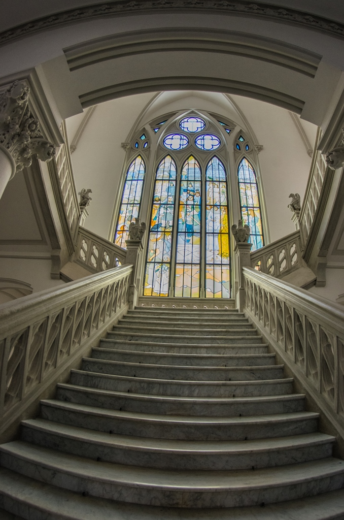 palatul culturii renovat scari vitraliu